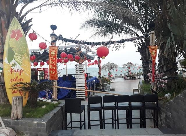 Biển Quy Nhơn vẫn đông nghịt người dân tắm biển - 6
