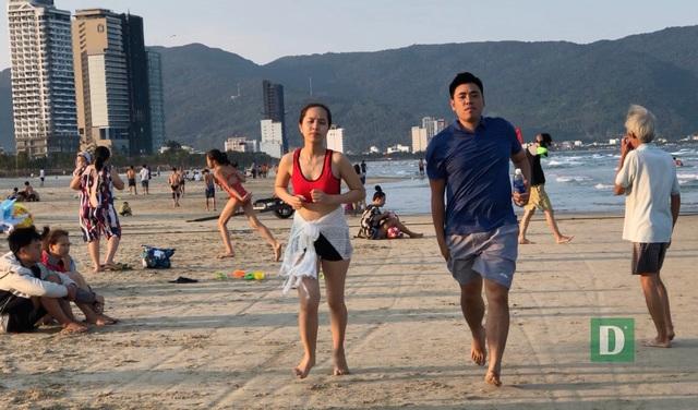 Đà Nẵng tạm dừng các hoạt động ở bãi biển công cộng - 1