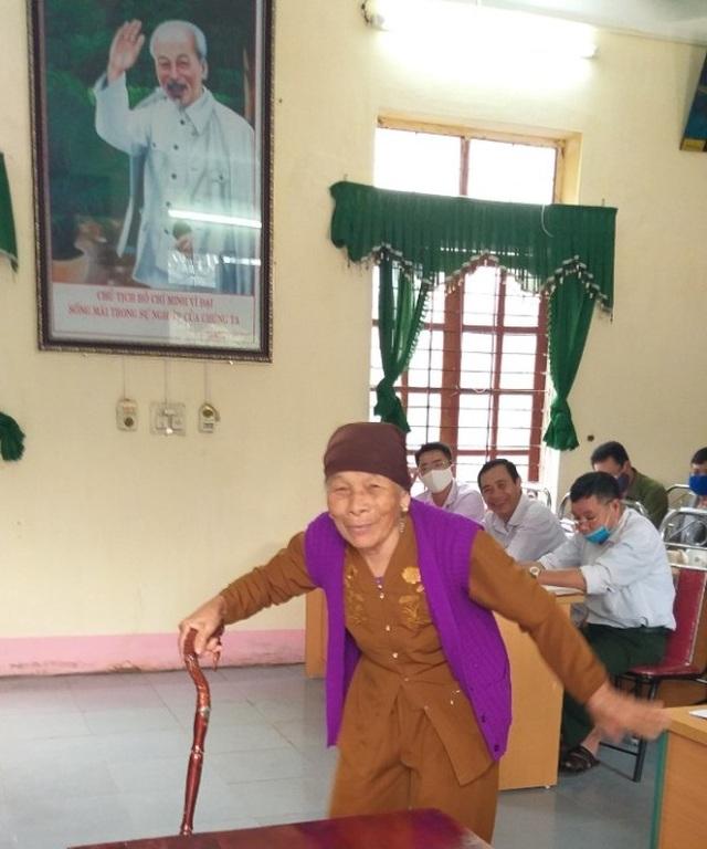 Cụ bà 79 tuổi dùng tiền tiết kiệm ủng hộ phòng chống dịch Covid-19 - 1