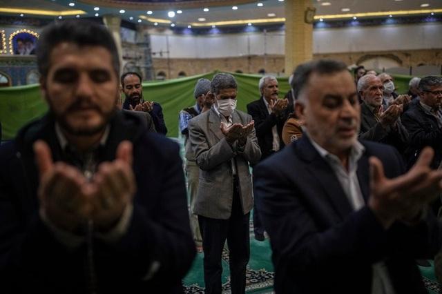 Hơn 300 người chết tại Iran vì tin uống rượu chữa khỏi Covid-19 - 1