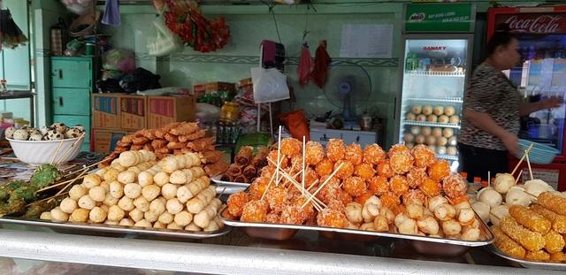 TPHCM cấm phục vụ đồ ăn tại chỗ, Bạc Liêu yêu cầu cúng Thanh minh ở nhà - 1