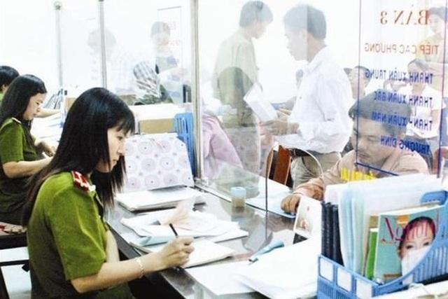 Đề xuất bỏ quy định về điều kiện riêng đăng ký thường trú Hà Nội, TPHCM - 1