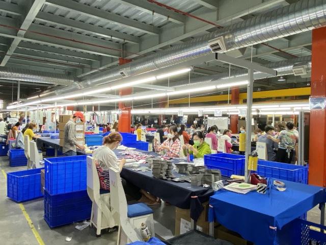 Gần 7.000 công nhân khu chế xuất Tân Thuận mất việc vì Covid-19 - 2