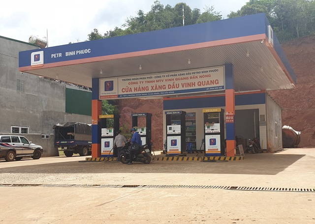 Hàng loạt cửa hàng xăng dầu bán xăng giả với số lượng cả triệu lít - 1