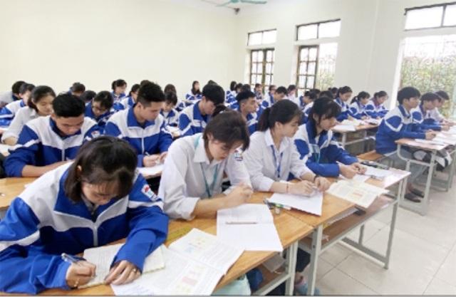 Ninh Bình: 35.000 học sinh THPT nghỉ học đến khi có thông báo đi học lại - 1