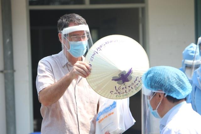 Cho ra viện bệnh nhân gặp Covid-19 thứ 2 tại Thừa Thiên Huế - 6