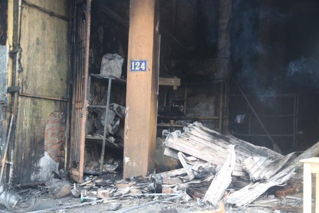 Hiện trường vụ cháy khiến 2 ông cháu tử vong - 9