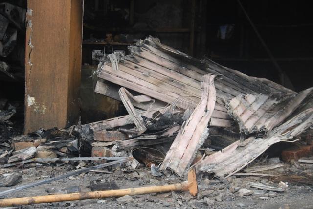 Hiện trường vụ cháy khiến 2 ông cháu tử vong - 7
