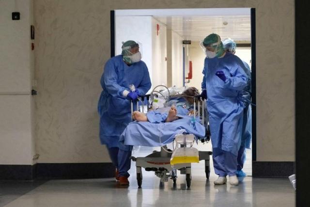Số người chết vì Covid-19 ở Italia lên gần 11.000 người - 1