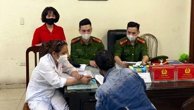 Trường hợp đầu tiên ở Hà Nội bị phạt vì không đeo khẩu trang - 1