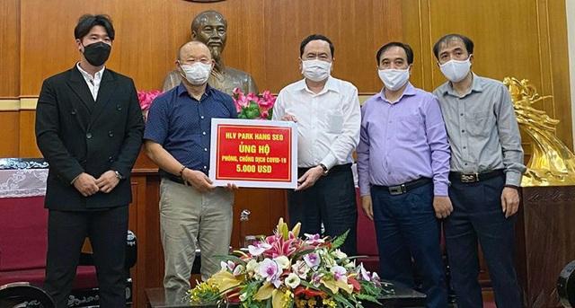 Nghĩa cử đẹp của HLV Park Hang Seo lên báo châu Á - 1