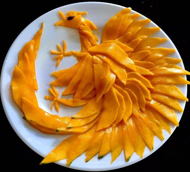 Cô giáo vẽ phượng hoàng, công chúa bằng thịt cá, hoa quả - 1