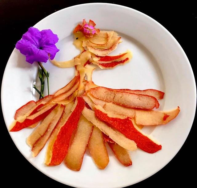 Cô giáo vẽ phượng hoàng, công chúa bằng thịt cá, hoa quả - 3