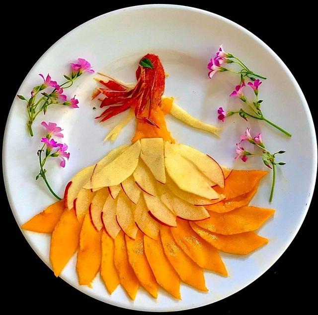 Cô giáo vẽ phượng hoàng, công chúa bằng thịt cá, hoa quả - 5