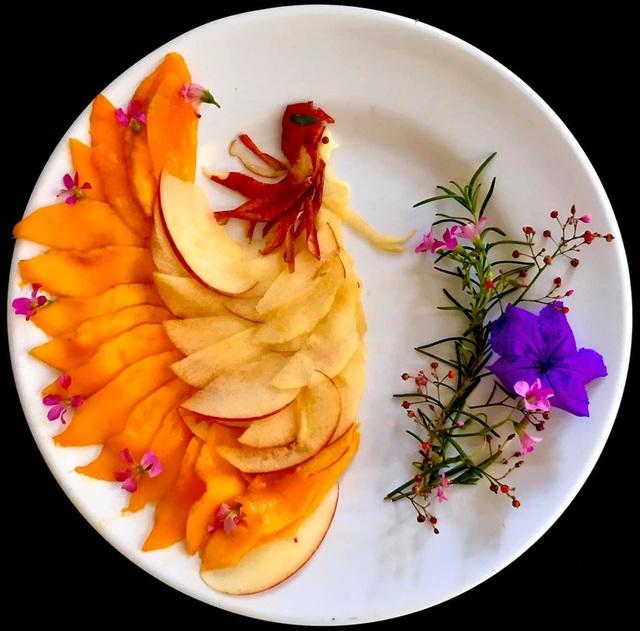 Cô giáo vẽ phượng hoàng, công chúa bằng thịt cá, hoa quả - 4