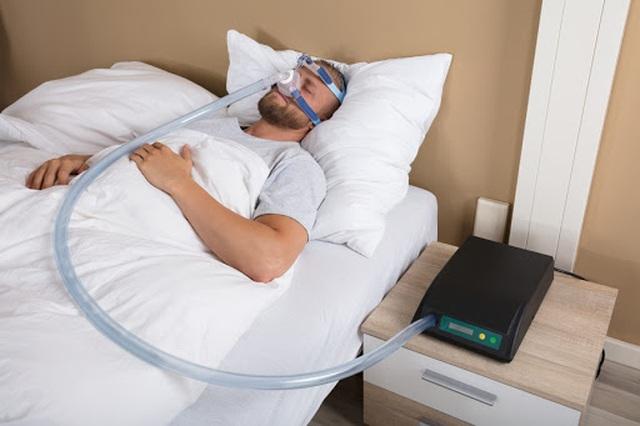 Kỹ sư Ý biến mặt nạ lặn thành mặt nạ dưỡng khí phục vụ chống dịch Covid-19 - 1