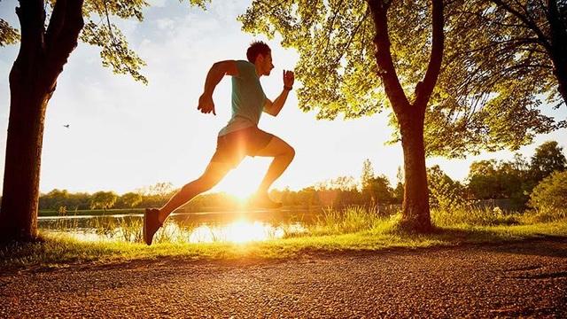 Khung xương trợ lực cho phép con người chạy hơn… 21m/giây - 1