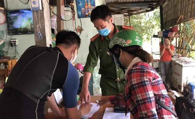 Đà Nẵng lập chốt ngăn du khách tụ tập ở bán đảo Sơn Trà - 4