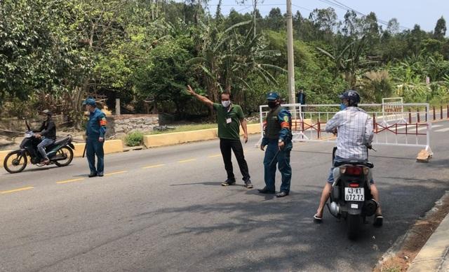 Đà Nẵng lập chốt ngăn du khách tụ tập ở bán đảo Sơn Trà - 1