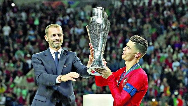 Chủ tịch UEFA thừa nhận mùa giải có thể hủy bỏ - 1