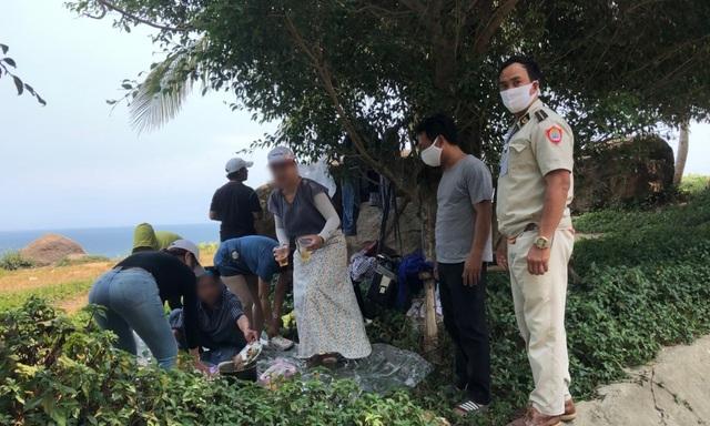 Đà Nẵng lập chốt ngăn du khách tụ tập ở bán đảo Sơn Trà - 3