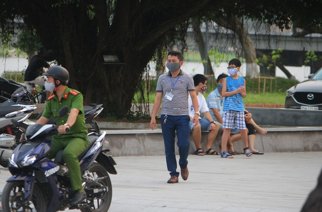 Nhiều tỉnh thành xử phạt người không đeo khẩu trang nơi công cộng - 2