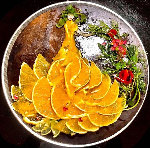 Cô giáo vẽ phượng hoàng, công chúa bằng thịt cá, hoa quả - 7