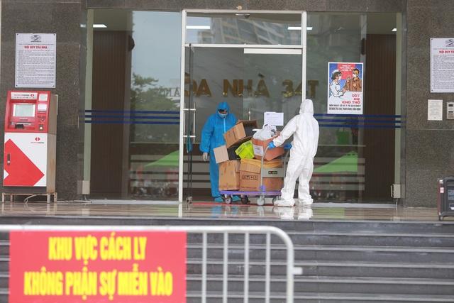 Phun khử trùng tòa chung cư tại Hà Nội có người dương tính với SARS-CoV-2 - 3
