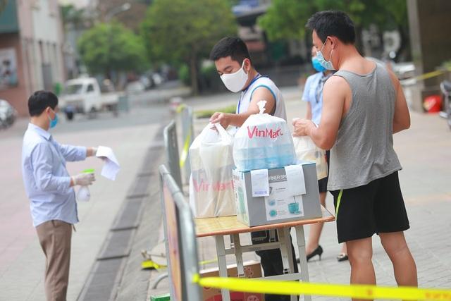 Phun khử trùng tòa chung cư tại Hà Nội có người dương tính với SARS-CoV-2 - 5