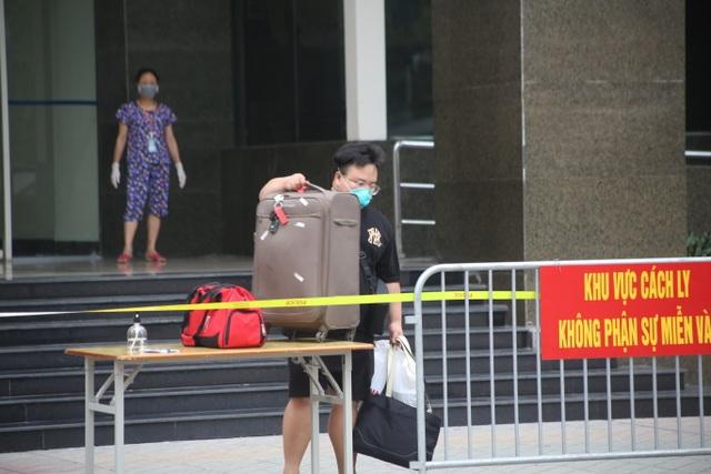Phun khử trùng tòa chung cư tại Hà Nội có người dương tính với SARS-CoV-2 - 4