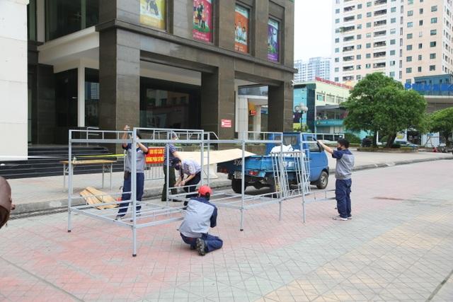 Phun khử trùng tòa chung cư tại Hà Nội có người dương tính với SARS-CoV-2 - 6