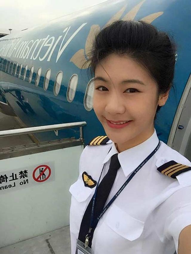 Rời buồng lái, các nữ phi công đẹp nhất Việt Nam ăn vận khoe đường cong - 16