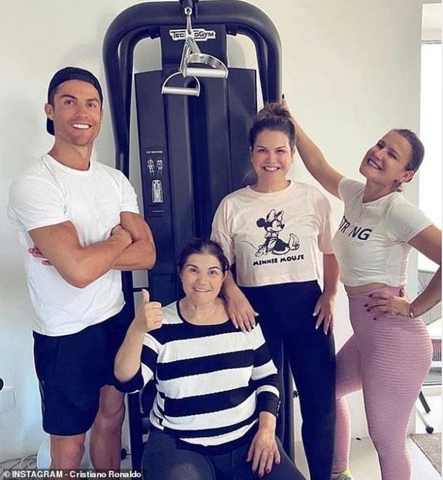 Gia đình C.Ronaldo đón tin vui giữa mùa dịch Covid-19 - 1