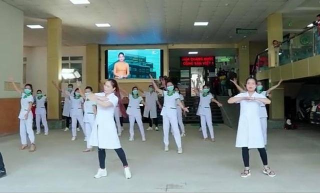 """Ấn tượng với video """"Việt Nam ơi, đánh bay Corona"""" của bác sĩ xứ Nghệ - 2"""
