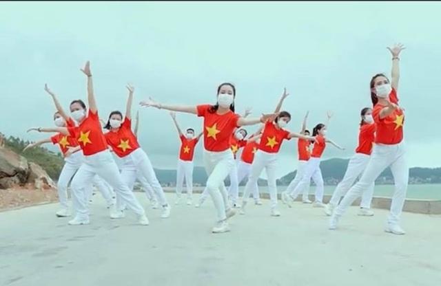 """Ấn tượng với video """"Việt Nam ơi, đánh bay Corona"""" của bác sĩ xứ Nghệ - 1"""