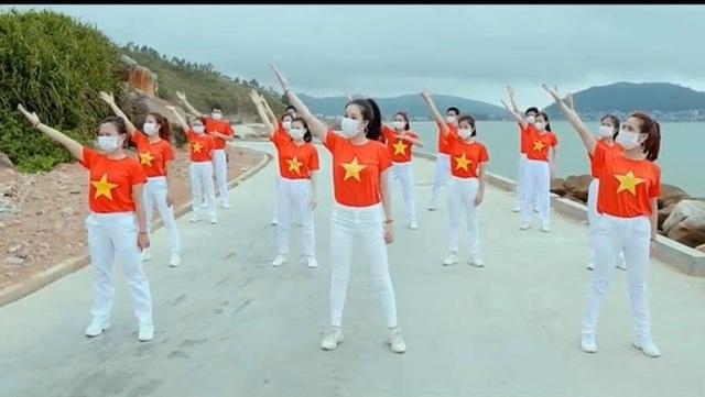 """Ấn tượng với video """"Việt Nam ơi, đánh bay Corona"""" của bác sĩ xứ Nghệ - 3"""