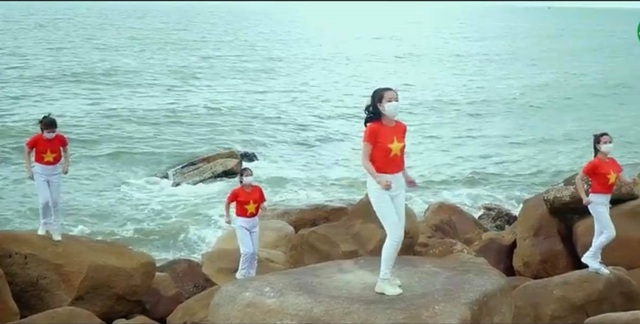"""Ấn tượng với video """"Việt Nam ơi, đánh bay Corona"""" của bác sĩ xứ Nghệ - 4"""