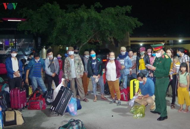Cộng đồng người Việt Nam tại Lào chung tay chống dịch Covid-19 - 2