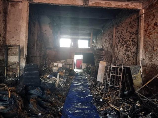 Vụ cháy 2 ông cháu tử vong: Người hùng cứu 9 người thoát chết - 3