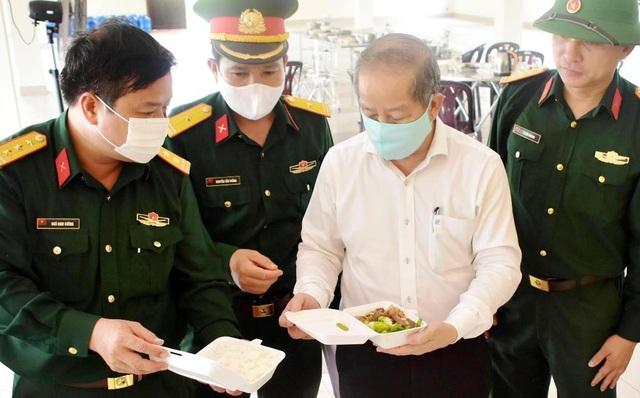 Chủ tịch tỉnh cùng ăn suất cơm 20.000 đồng của khu cách ly tập trung - 3