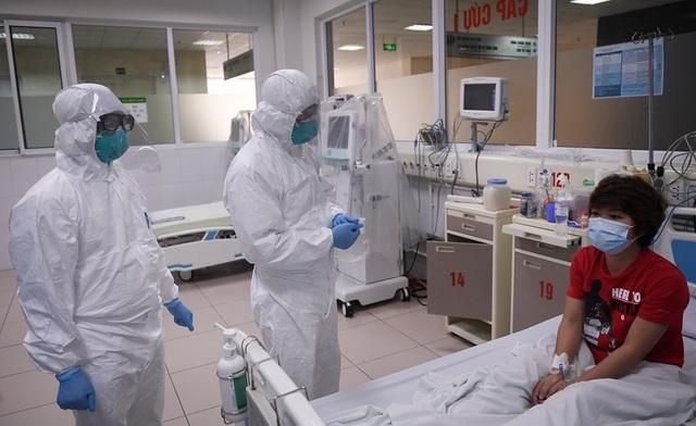 Đề xuất thưởng nóng 500 triệu cho bác sĩ tuyến đầu điều trị Covid-19 - 1