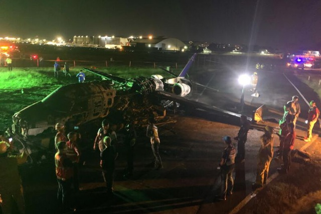 Máy bay y tế bốc cháy khi cất cánh ở Philippines, 8 người chết - 3