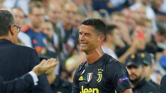 C.Ronaldo ấm ức vì phải mua quà tặng cả đội Juventus - 1