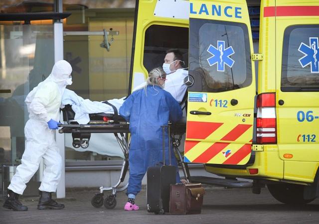 Số người chết vì Covid-19 tại châu Âu tiếp tục tăng mạnh - 1