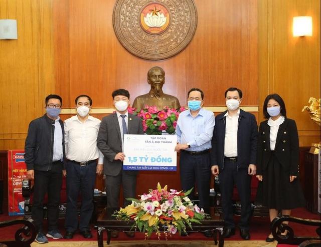 Tập đoàn Tân Á Đại Thành tặng 300 máy lọc nước cho các khu cách ly ở Hà Nội - 1
