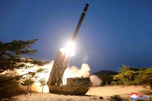 """Triều Tiên xác nhận thử tên lửa đa nòng """"khổng lồ"""" - 1"""