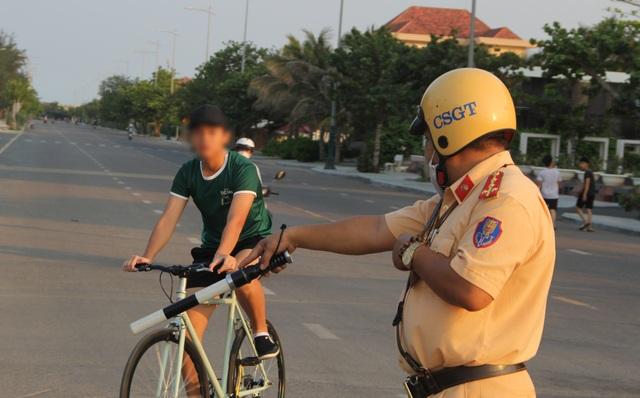 Xử phạt nam thanh niên lẻn ra ngoài khi đang cách ly tại nhà - 4