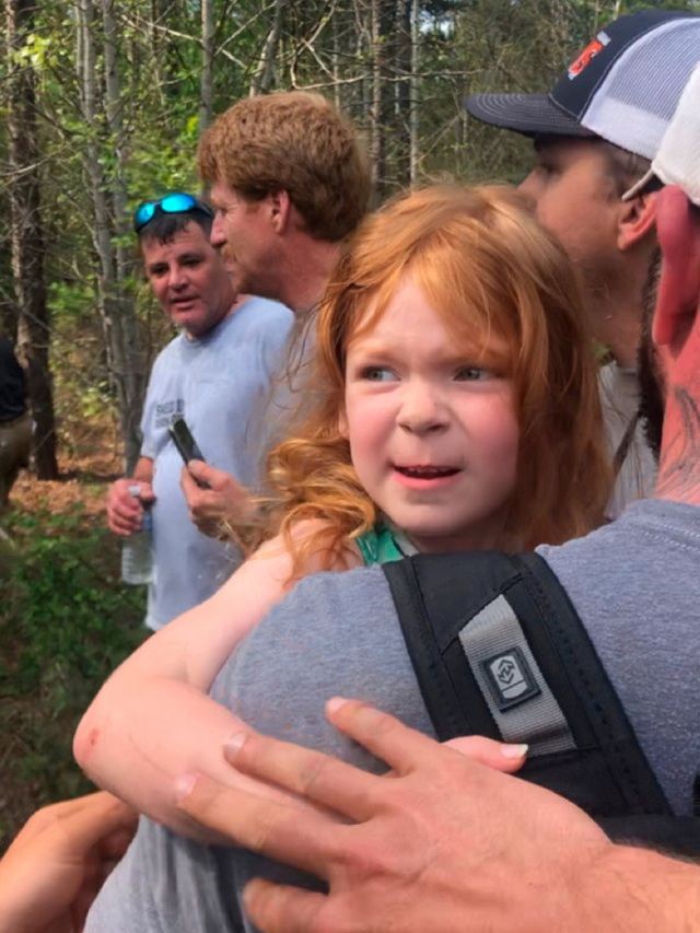 Bé gái 4 tuổi sống sót thần kỳ sau 2 ngày đi lạc trong rừng - 1