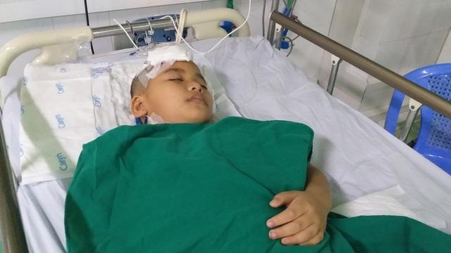 Xót thương cảnh cháu bé 9 tuổi bị xuất huyết não nằm bất động trên giường - 3