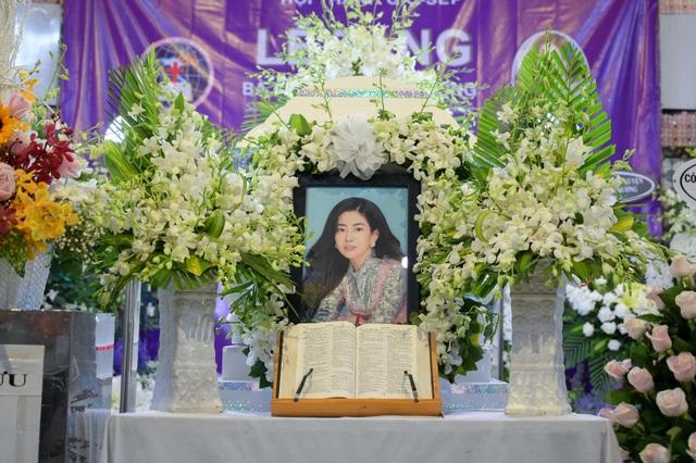Đưa tiễn diễn viên Mai Phương về nơi an nghỉ cuối cùng - 1